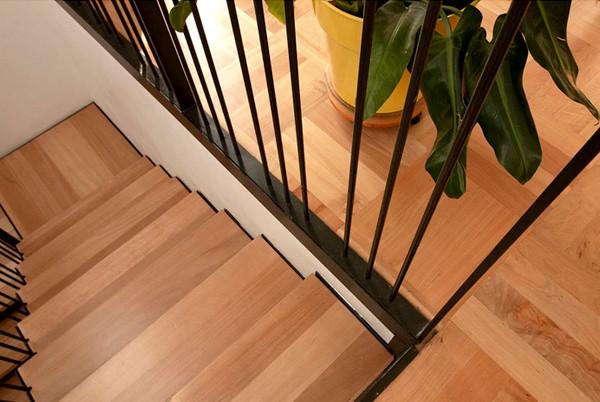 pisos de madera parquet escalera2.jpg