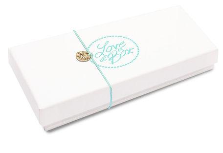 'Love in a Box' zijn 36 persoonlijke inspiratie kaartjes die je kado kunt doen aan iemand voor een speciale gelegenheid.