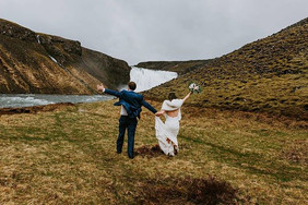 Dancing in the rain❤️_._Þessi hjón dönsu