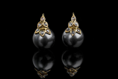 Six Petal Pearl in Yellow Gold with Rosecuts