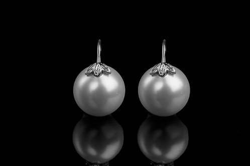 Three Petal Pearl in White Gold