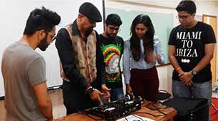 music-therapist-&-counselor-in-mumbai-india-roshan-with-students