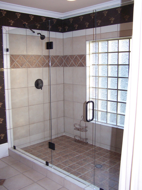 Three piece frameless shower in Ringold