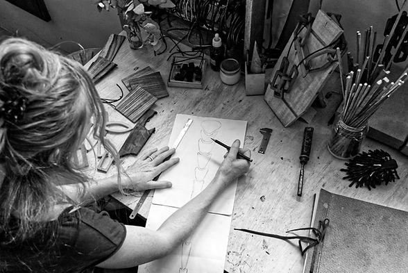 Viola Pineider desenhando sketchs da ARC