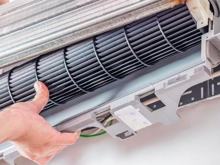 Melhor prevenir do que remediar! Realizar a manutenção preventiva do ar-condicionado é fundamental.