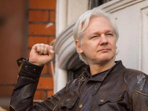 Julian Assange No surrender