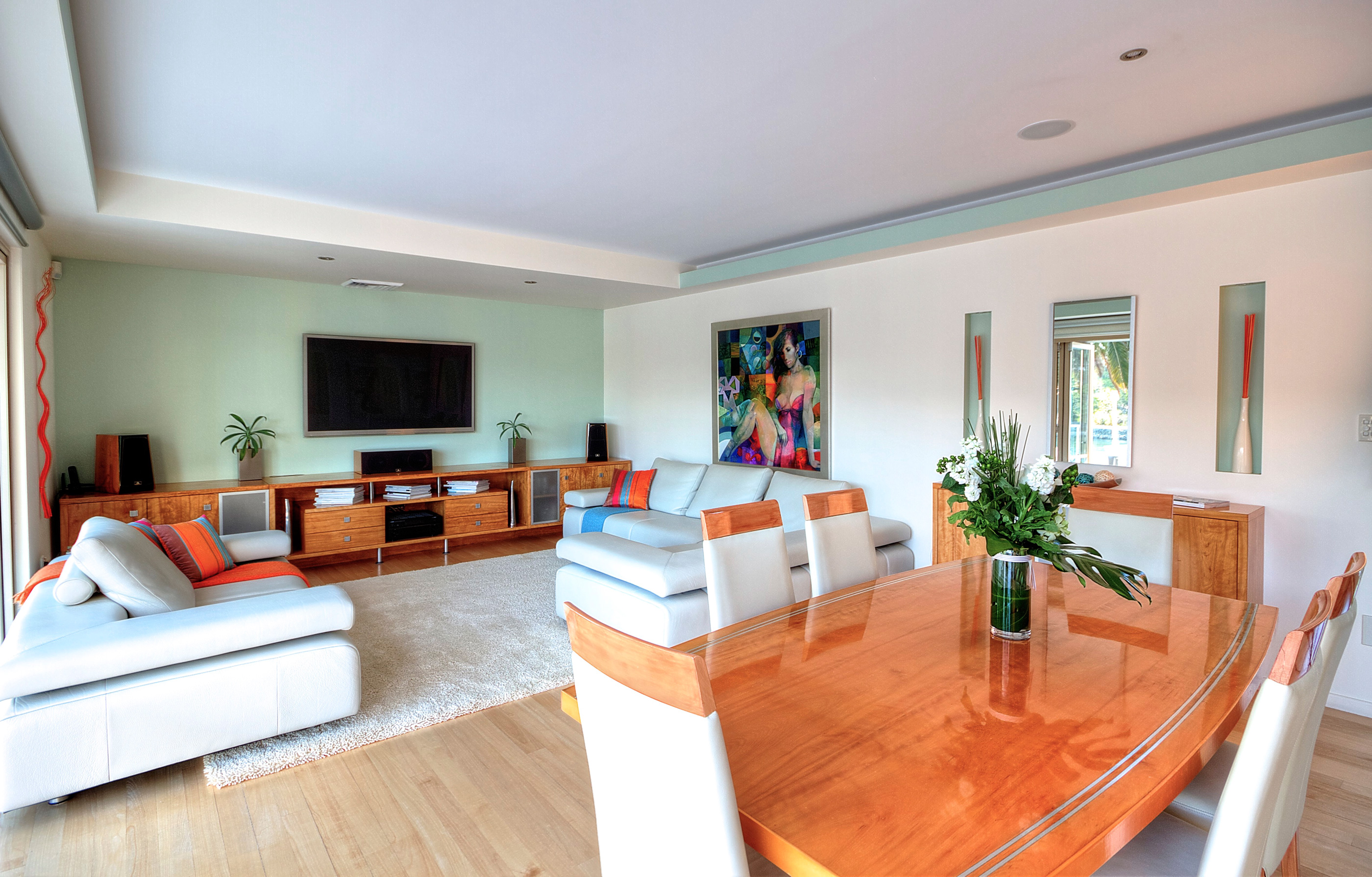 5Dining-and-Living-area