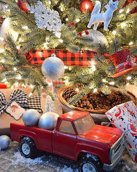 Classic-Christmas-in-Red-with-Vintage-To