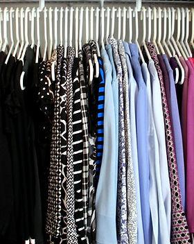 closet-reorganization-hanging-clothes.jp