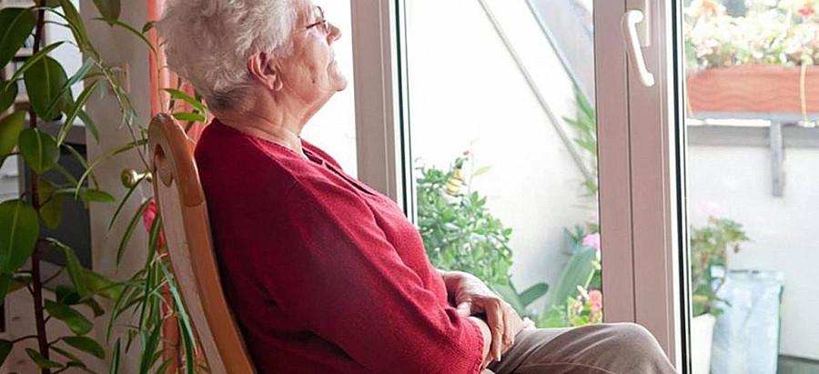 Работающим гражданам России старше 65 лет продлят больничные до 29 мая.