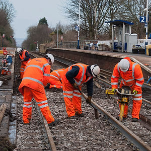Network-Rail-maintenance-team-at-work-00