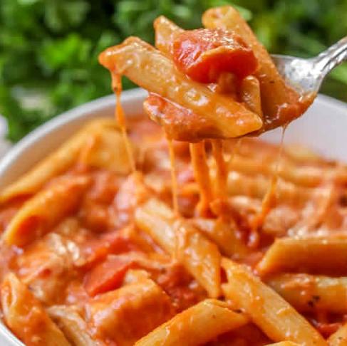 Poisson à la tomate et pâtes à l'ail