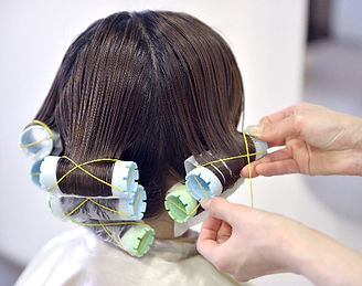 薄毛隠しや髪型など、年齢によって女性の髪の悩みは違う!