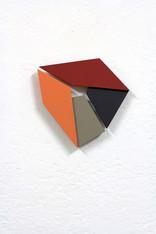 Izabela Kowalczyk, Relief 32, 2020, mdf, peinture acrylique, 20 x 20 x 1,5 cm, collection particulière
