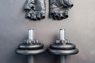 dumbbells-equipment-gloves-669585.jpg