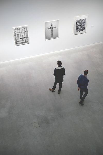 Exposition dans la galerie d'art