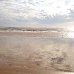 Wasser, Sand und Wolken
