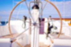 Steer roue sur un bateau