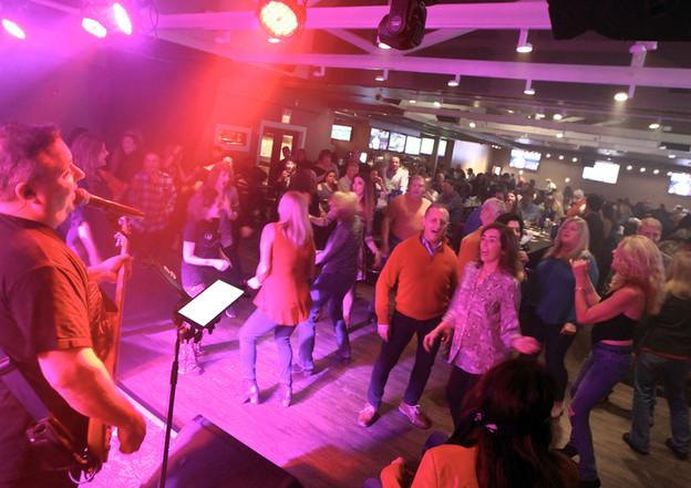 Dancing Crowd - Dante's