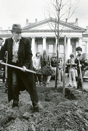 Joseph Beuys _ 7000 Oaks