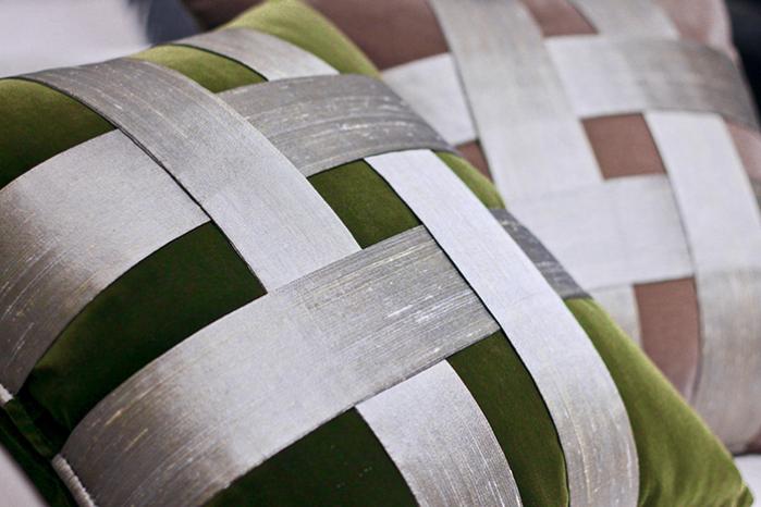 井飾絲綢編織手工棉絨抱枕