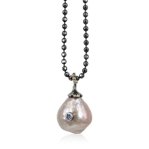Barok perlevedhæng med safir