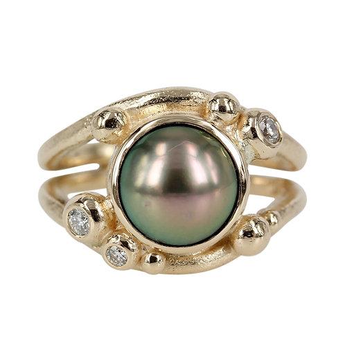 Bobbles - 14 kt guld ring med tahitiperle og brillanter.