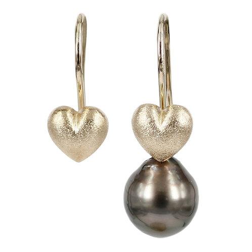 LOVE - 14 kt. guld ørekroge med hjerter