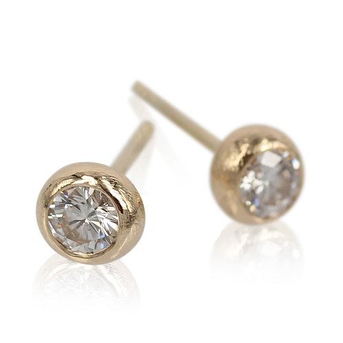 14 kt. Diamant ørering med kuglefatning