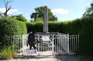 Loppington Village war memorial.png