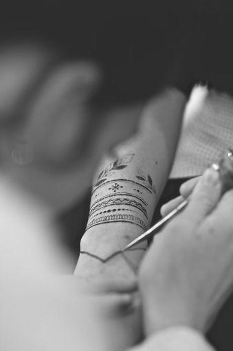Artiste de Tatouage au Henné