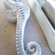 mermer deniz atı heykeli