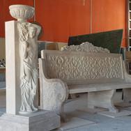 Traverten heykel ve koltuk