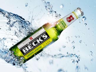 Fliegendes Becks mit Wassersplashes, schenck-fotografie, Marcus Schenck Fotograf, Berlin Kreuzberg