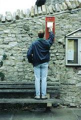West_Lulworth,_tall_man's_postbox_-_geog