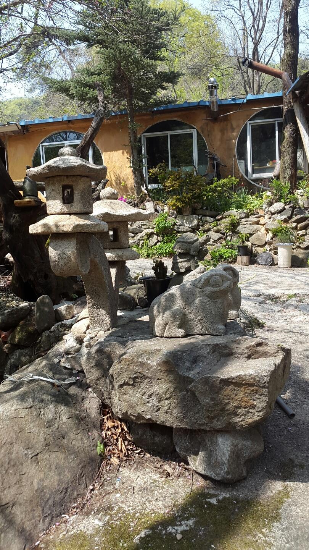 돌두꺼비와 석탑