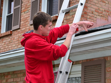 How to Inspect a Roof and Position Yourself as the Expert