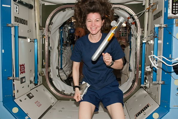 astronaut-600994_1920_edited_edited.png