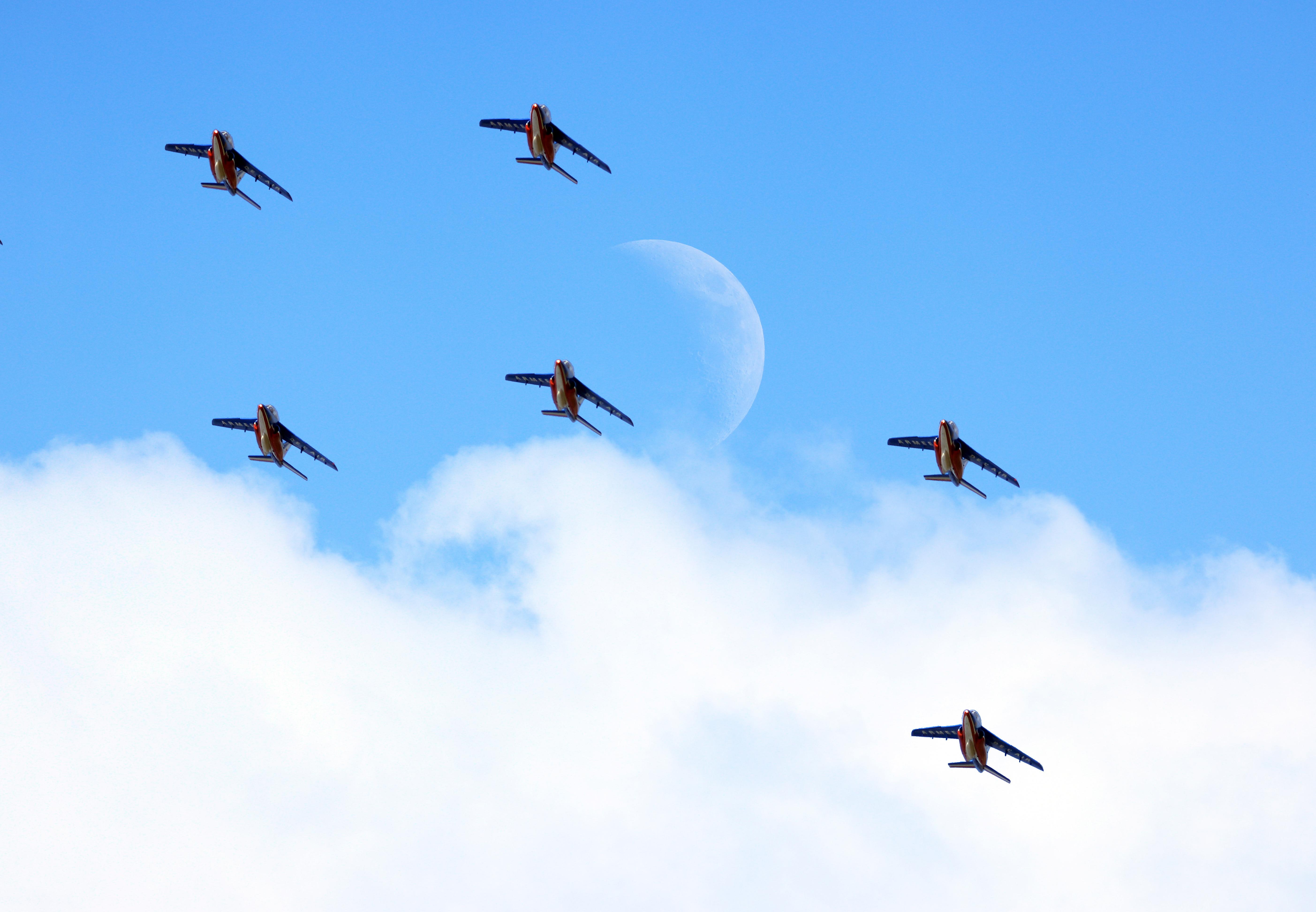 Lune nuage jets