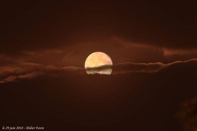 Lever de Lune au dessus de Bretigny sur