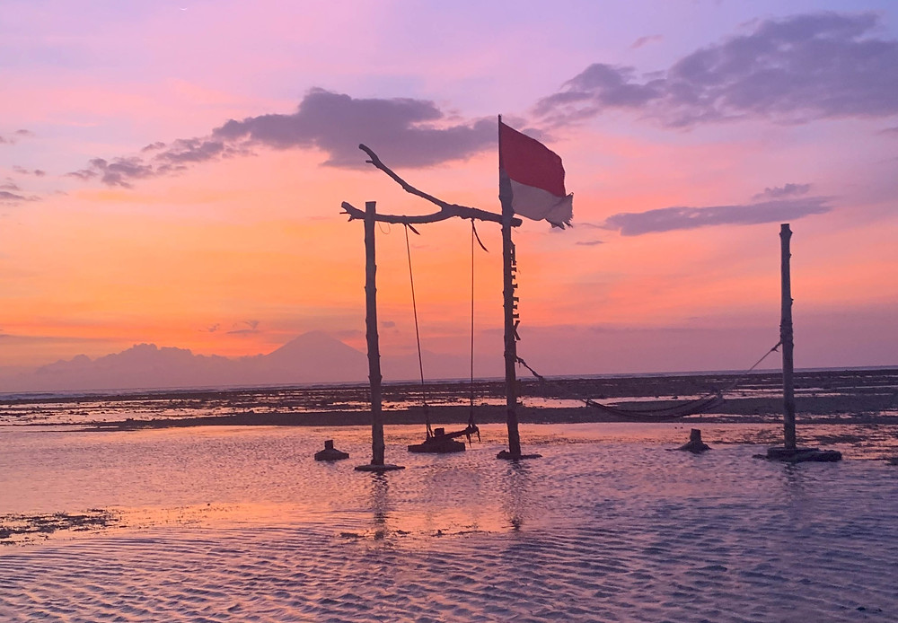 A pretty pink Gili T sunset behind an iconic Gili T swing