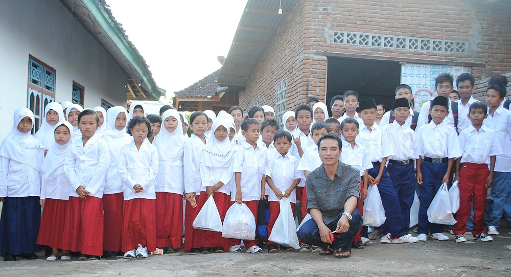 A group of Indonesian orphans with their charity founder