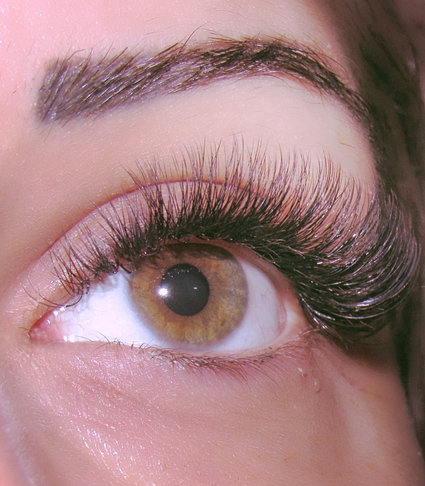 Eyelash Extensions in New York , NYC , Pretty Lashes by Linny.