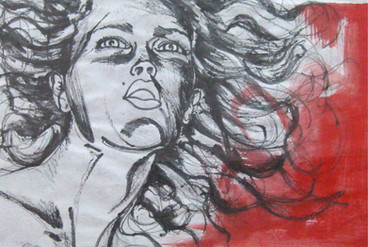 Mujer sobre fondo rojo