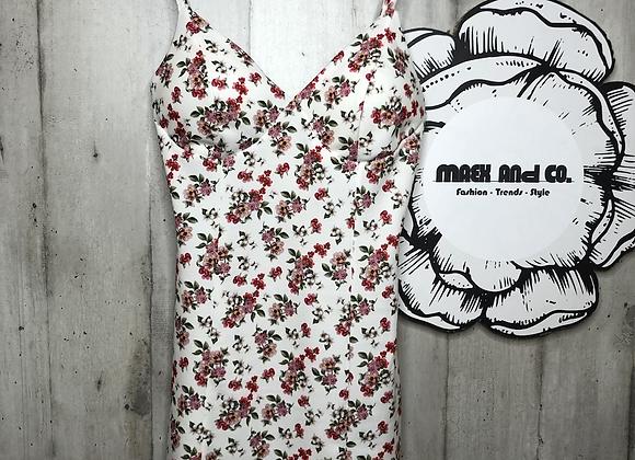 Enganliegendes Blumen Kleid