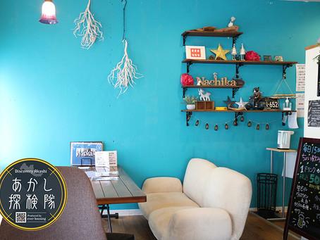 ビルの間に秘密のカフェ