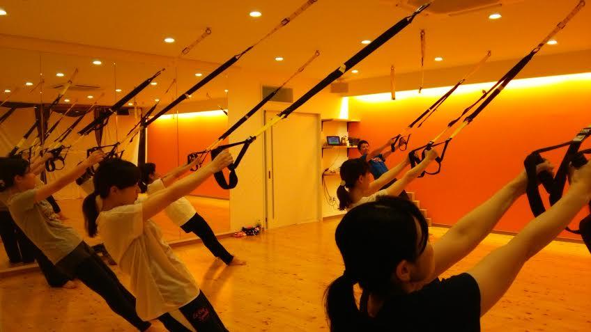 スタジオでのTRXトレーニング