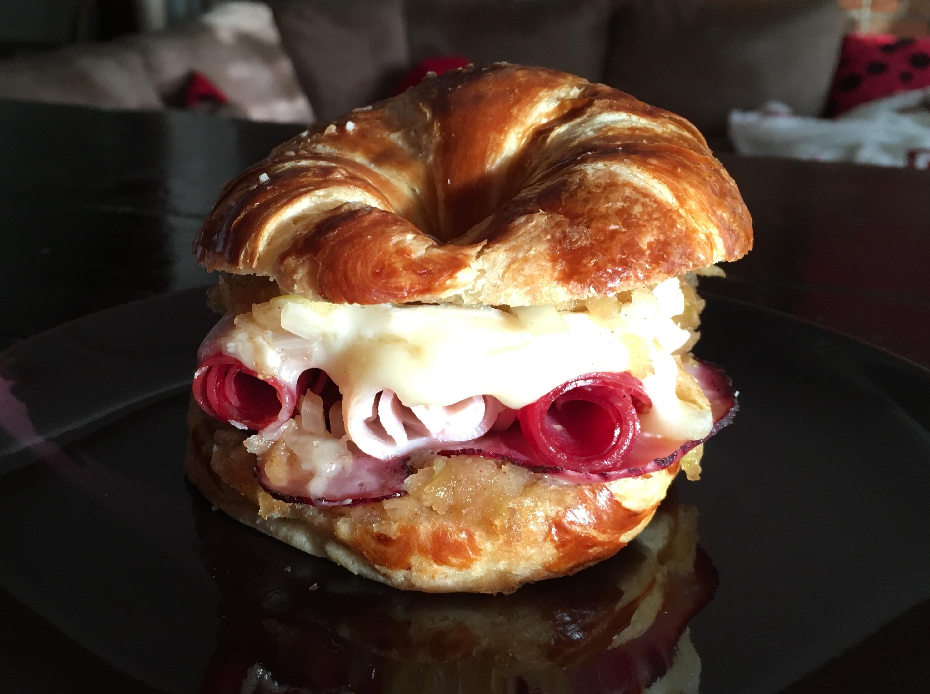Pretzalam iApplebrie Sandwich