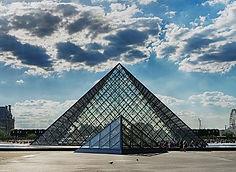 musee-du-louvre-pyramide.1000w.jpg