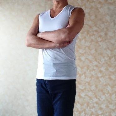 男性セラピスト 白いシャツ